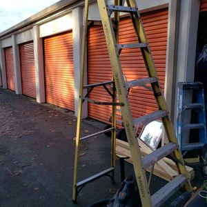 8 Ft Fiberglass Husky Ladder for Sale in Federal Way, WA