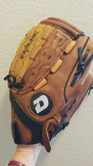 """Youth Dimarini Helix 13"""" slowpitch glove for Sale in Las Vegas, NV"""