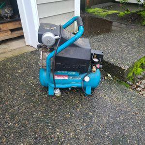 Makita Mac 700 Air Compressor Needs Repair for Sale in Clackamas, OR