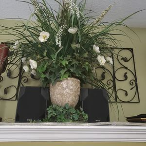 Large green and white floral arrangement for Sale in Land O Lakes, FL