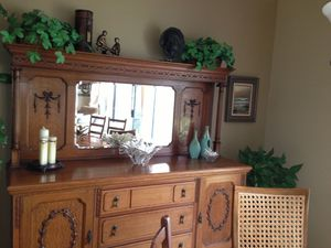 Circa 1929 antique tiger oak buffet with beveled mirror , 3 large drawers, 2 cabinets. for Sale in HUNTINGTN BCH, CA
