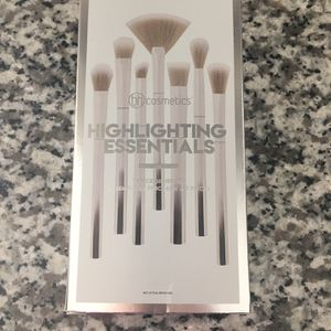 Highlighting Essentials 7 Piece Brush Set (New) for Sale in Leona Valley, CA