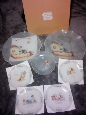 Winnie the Pooh collectable glass plates set for Sale in Fresno, CA
