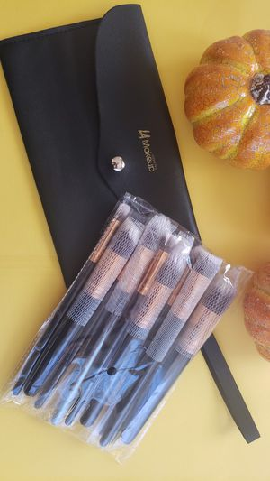 10 pcs Luxury makeup Brush set with cosmetic bag for Sale in Los Angeles, CA