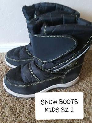 KIDS SZ 1 SNOW BOOTS for Sale in Surprise, AZ