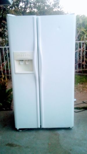 FRIGIDAIRE SIDE BY SIDE REFRIGERATOR ***DELIVERY AVAILABLE*** for Sale in Pomona, CA