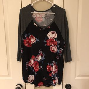 Maurcies flower 3/4 baseball tee, XL for Sale in Vancouver, WA