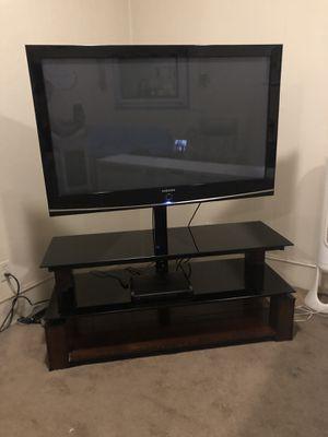 2006 Samsung 50 inch flatscreen TV with stand for Sale in Dallas, TX