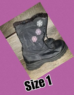 Snow boots size 1 for Sale in Fontana, CA