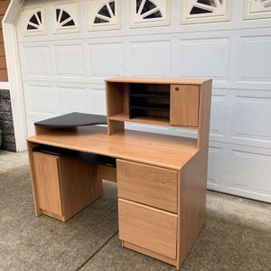Desk With Cabinets In Great Condition for Sale in Tacoma, WA