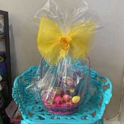 Easter Basquet For Girl W/candy Bag Incluid for Sale in Riverside,  CA