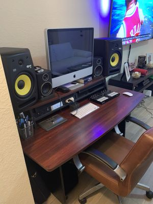 Mahogany Omnirax Presto Studio Desk for Sale in North Lauderdale, FL