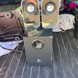 Logitech Computed Speakers With Amp for Sale in Boca Raton,  FL