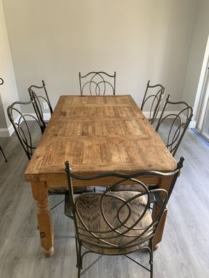 Rustic Dining Room table with 6 chairs for Sale in Fort Lauderdale, FL