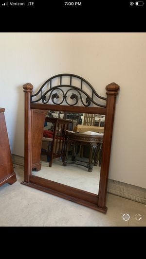 Mirror and dresser set for Sale in Avon, OH