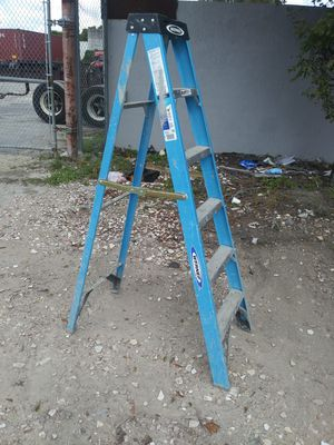 Werner 6 ft fiberglass ladder for Sale in Miami, FL