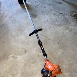 Echo SRM-225 straight shaft weed eater like new hardly used starts easy no leaks or issues for Sale in Edgewood, KY