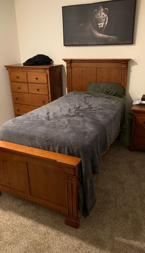 Real Oak Bed Set for Sale in Monroe, WA