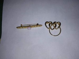 2 Women's Brooches for Sale in Chicago, IL