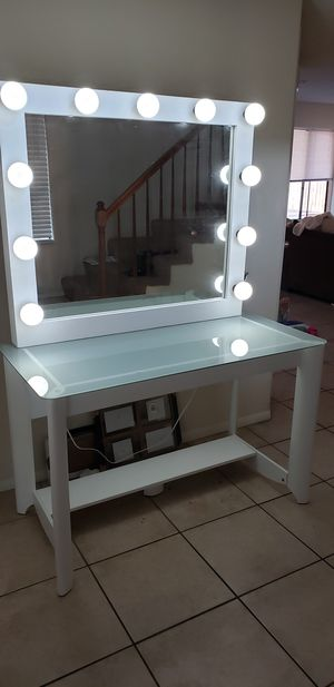 Need Gone! XL makeup vanity mirror with Desk for Sale in Moreno Valley, CA