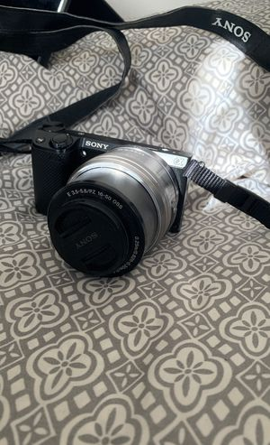 Sony Alpha NEX-5T Mirrorless Digital Camera for Sale in Indianapolis, IN