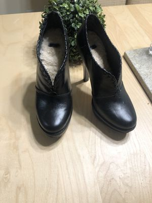 Beautiful UGGS boots size 8 for Sale in San Diego, CA