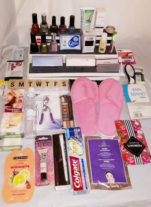40pc Assorted Beauty Items....Pickup Only Near 63rd & Damen for Sale in Chicago, IL