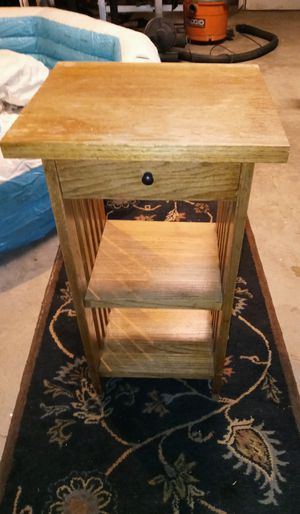 Wood side table for Sale in Fresno, CA