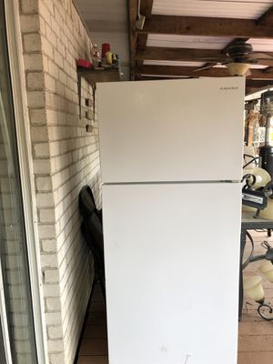 Amana 14.4 cu. Ft. Top freezer refrigerator for Sale in Plano, TX