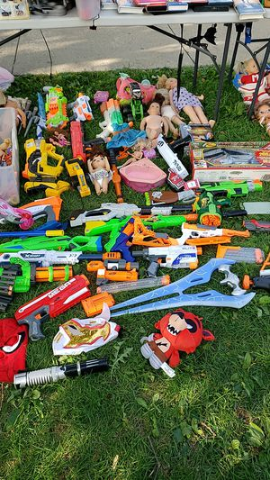 Toy nerf guns and dolls for Sale in Merrionette Park, IL