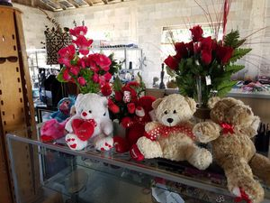 Velvet Faux Roses + 2 Stuffed Animals Your Choice for Sale in Mercedes, TX