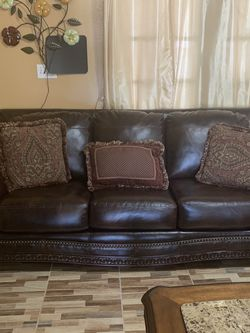Brown Leather Sofa & Loveseat w/Pillows for Sale in Orlando,  FL