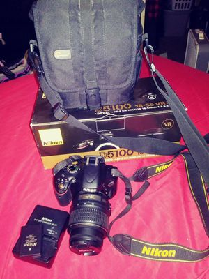 Nikon 5100 bundle with charger and small tripod for Sale in Fresno, CA