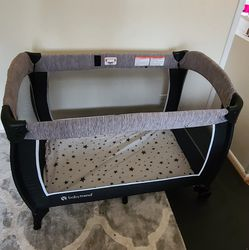 Baby Trend Playpen With Changing Table, Travelling Bag, 2 Bed Sheets for Sale in Bellevue,  WA