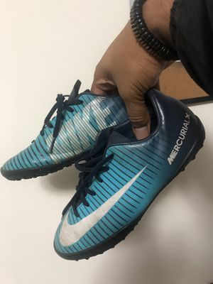 Nike soccer runners size 3y for Sale in Miami, FL