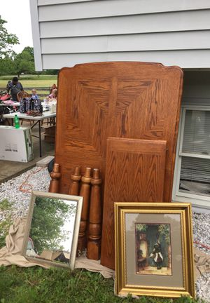 Dining room table with leaf for Sale in Marshall, VA
