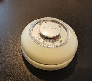 Honeywell Home Round Thermostat for Sale in Roslyn, NY