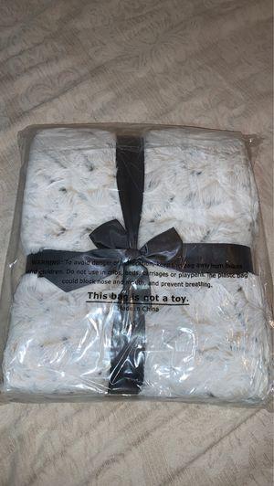 New faux fur blanket for Sale in Westfield, MA