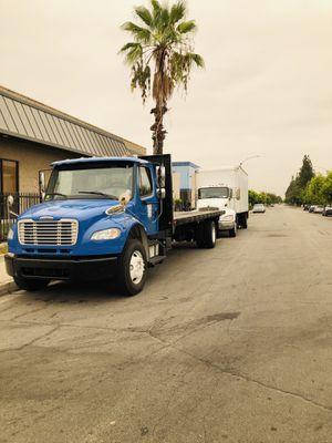 2014 FREIGHTLINER M2 106 FLATBED TRUCK for Sale in El Monte, CA