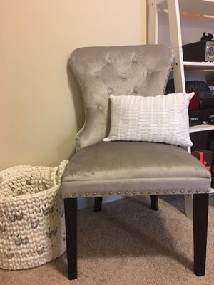 New grey vanity/accent chair for Sale in Happy Valley, OR