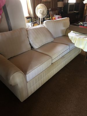 Ethan Allen Couch FREE for Sale in Franklinton, NC