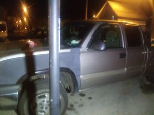 01 chevy 1500 for Sale in Mount Vernon, OH