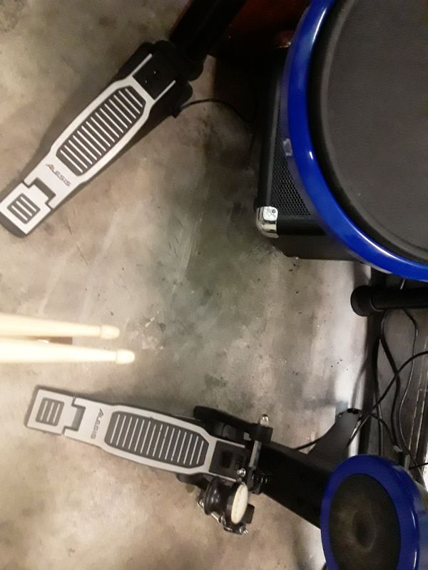 ALESIS electric comes with Sony VIo loptop computer,ion bluetooth amp,PA system Dawn subs and speakers w/ Crate 6 channel amp,everything works