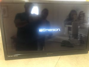TV LED 35 inches with tv mount for Sale in Las Vegas, NV