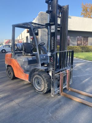 2016 Toyota Forklift 6000 LBS 8FGU30 for Sale in Anaheim, CA