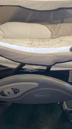 Graco Glider Bassinet/Swing for Sale in Dallas,  TX