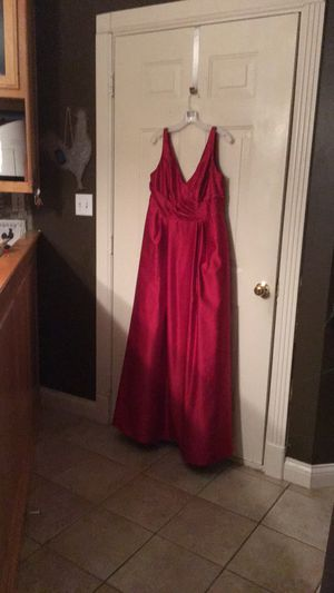 Beautiful David's Bridal dress. Worn once as bridesmaid for Sale in Glasgow, KY