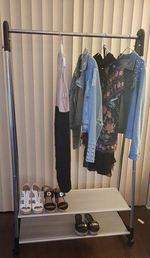 Perchero metalico.Coat rack for Sale in Pembroke Park, FL