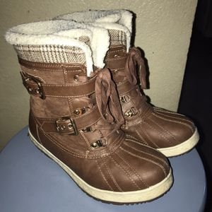 Women Winter Boots Size 7 for Sale in Longmont, CO