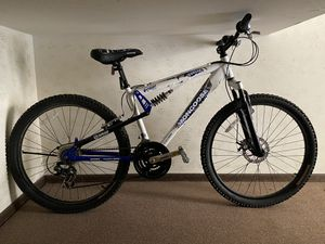 Mongoose Vanish Mountain Bike for Sale in Chicago, IL